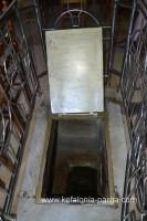Монастырь Св. Герасима (лаз в пещеру)