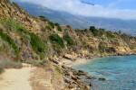 Тропинка на дальний пляж Агиос Томас