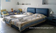 Отели Кефалонии: Лоурдата апартаменты c 2 спальнями, студии. Пляж Лоурдас - в 550 м.  Греция отдых.