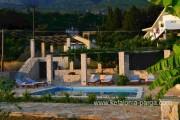 Вилла с бассейном у моря (Лоурдата)
