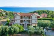 Kefalonia hotels: Trapezaki apartments, with swimming pool. Greece vacations.