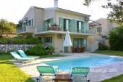 Kefalonia hotels, Kefalonia villas: 3 bedroom villa with swimming pool in Karavados. Few hundred meters from Agios Thomas beach.