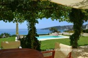 Kefalonija viešbučiai: 4 miegamųjų vila su baseinu, vaizu į jųrą. Nuolaidos. Poilsis Graikijoje