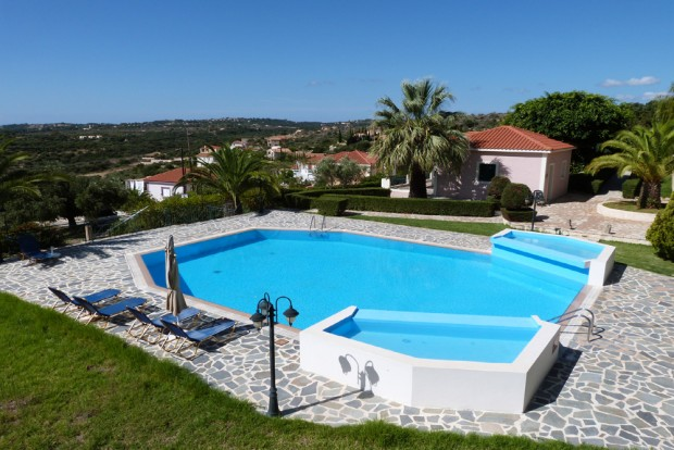 Kefalonia villas with pool: 1 and 2 bedroom villas with shared swimming pool