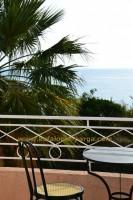 Отели Кефалонии, Лоурдата: студии, апартаменты с бассейном у моря. Пляж Лоурдас.
