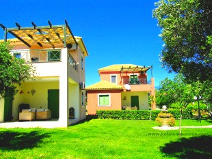 Lovely complex of 2 bedroom and 1 bedroom villas with shared swimming pool