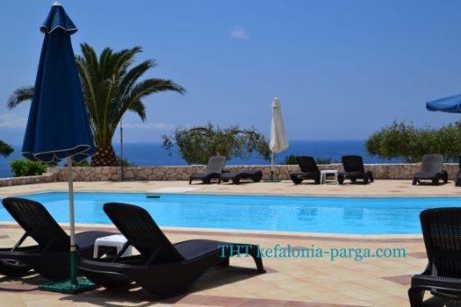 Kefalonia holiday: Eagle`s Nest studios, Lourdata - swimming pool, great view. Greece vacations.
